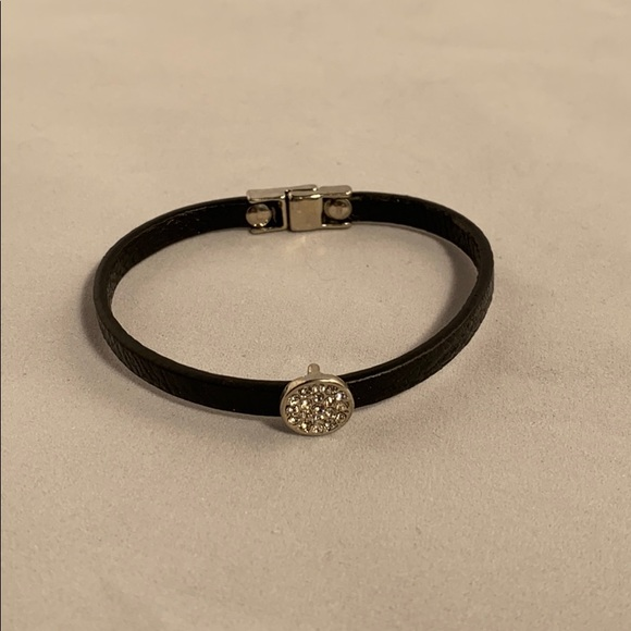 Jewelry - Black leather bracelet with magnetic closure